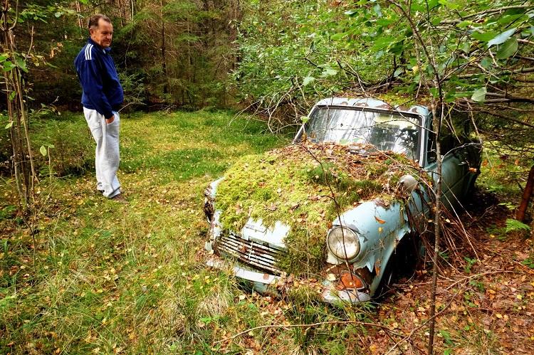 abandoned-ford-anglia-2