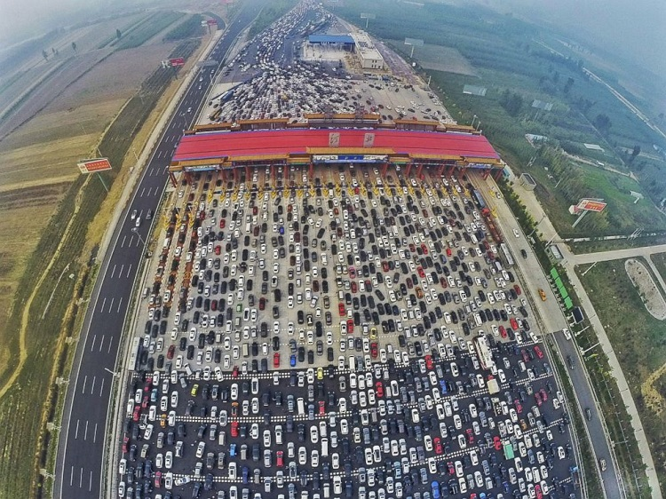 horrifying beijing traffic jam 1