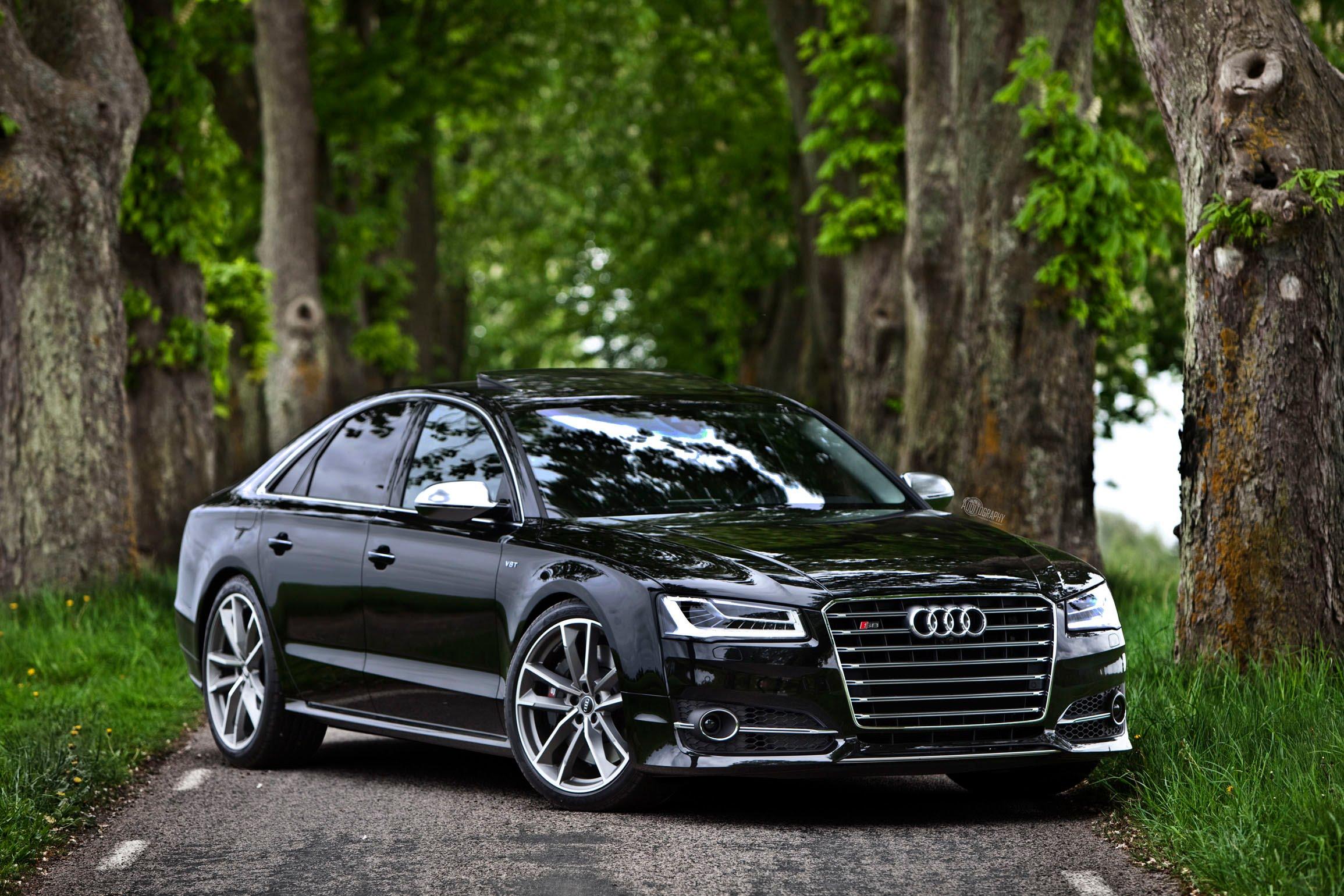 1-Audi-S8-Plus