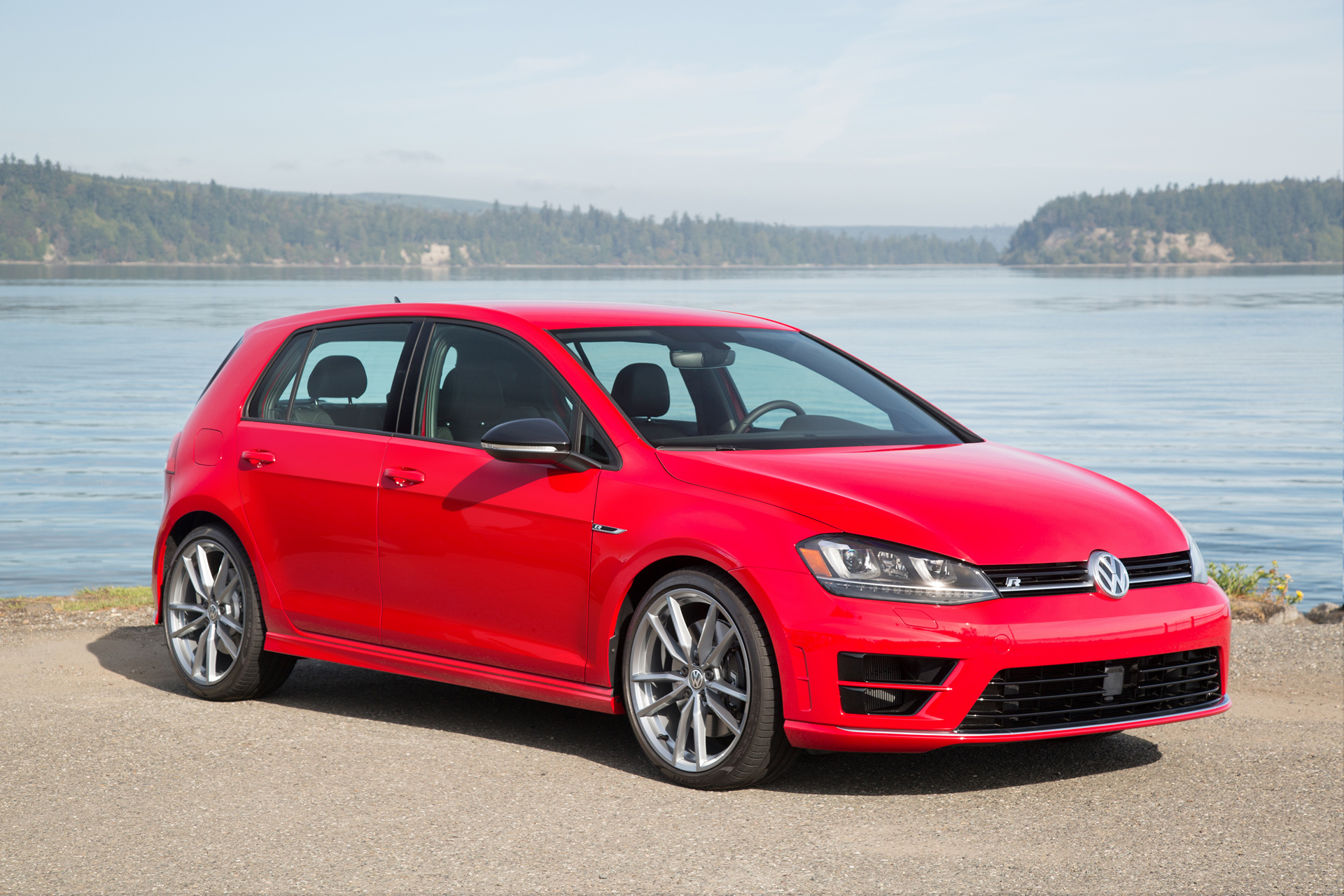 17-Volkswagen-Golf-R