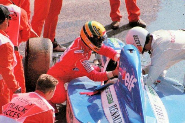 Ayrton-Senna-Iconic-Moment-13