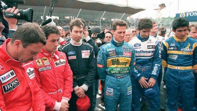 Ayrton-Senna-Iconic-Moment-15