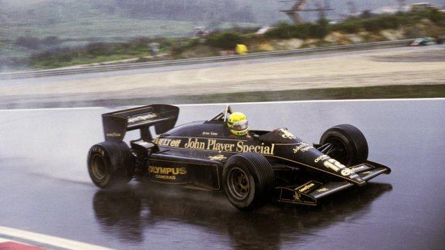 Ayrton-Senna-Iconic-Moment-4