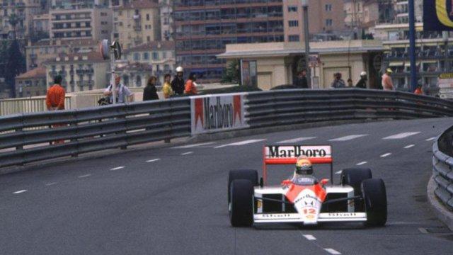 Ayrton-Senna-Iconic-Moment-5