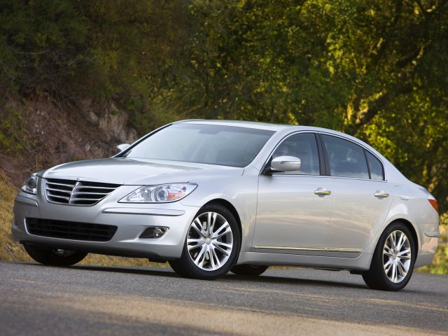 Hyundai Genesis Sedan V8